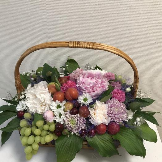 Цветочно-фруктовая композиция