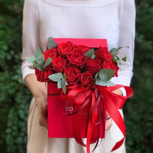 """Розы в коробке """"Мимолетная встреча"""""""