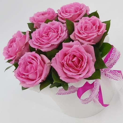 Розовые розы в жемчужной коробке