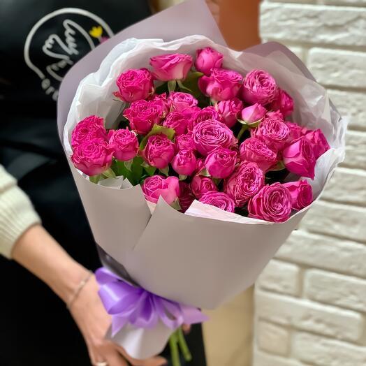 Букет из кустовой розы «Малиновый пунш»