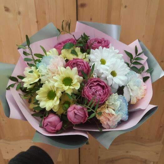 Букет с кустовой розой и диантусом