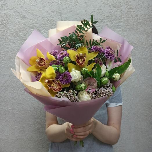 Букет с орхидеями и цветами