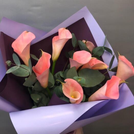 Каллы розовые 7 шт с эвкалиптом