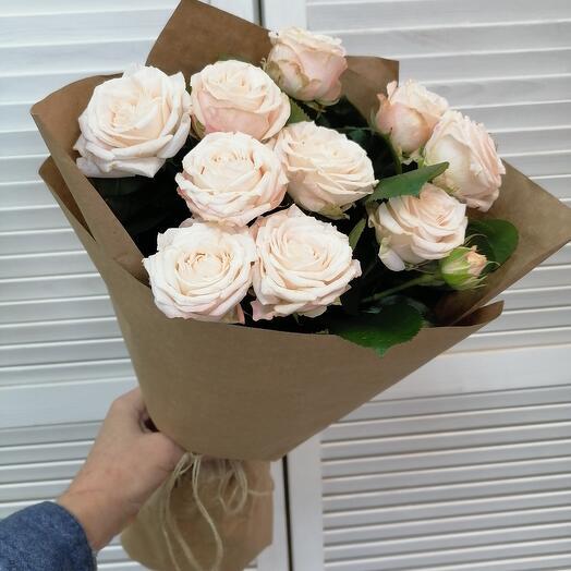 Классический букет из 7 кустовой розы