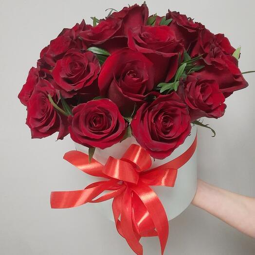 Коробка из 21 красной розы