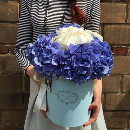 Облака гортензии в шляпной коробке!: букеты цветов на заказ Flowwow