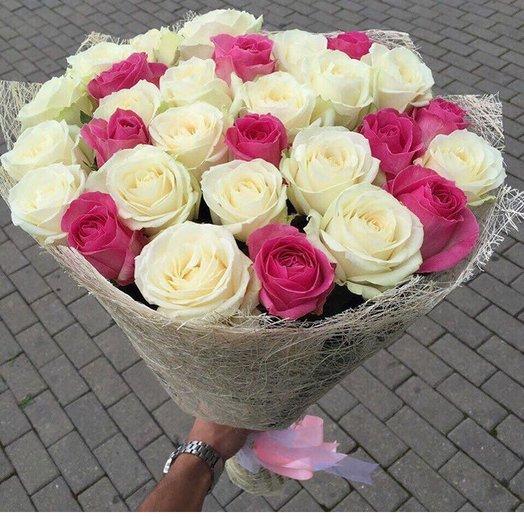 31 бело-розовая роза: букеты цветов на заказ Flowwow
