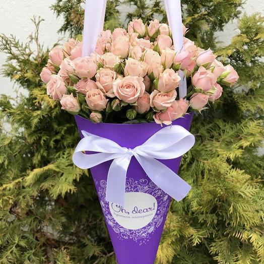 Кустовая розовая роза в конверте