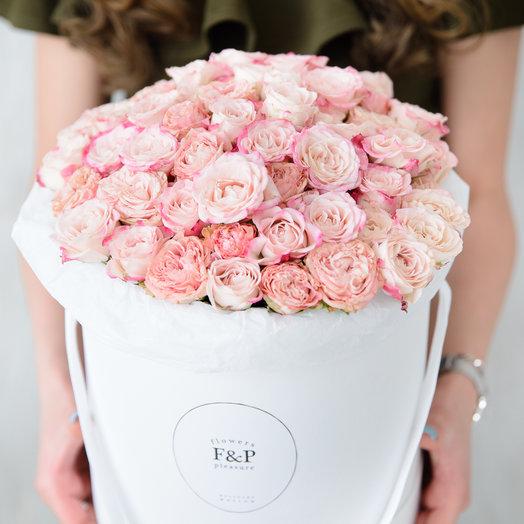 Средняя коробка с кустовыми розами: букеты цветов на заказ Flowwow