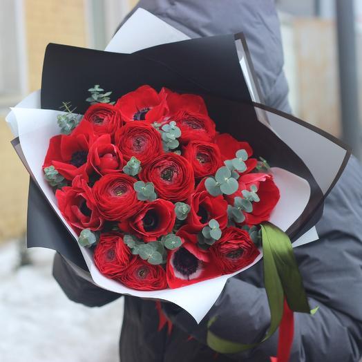 Ранункулюсы и анемоны: букеты цветов на заказ Flowwow