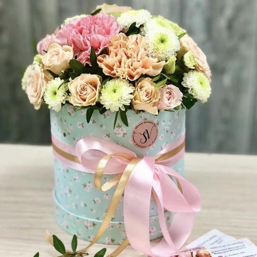 Композиция в шляпной коробке микс: букеты цветов на заказ Flowwow