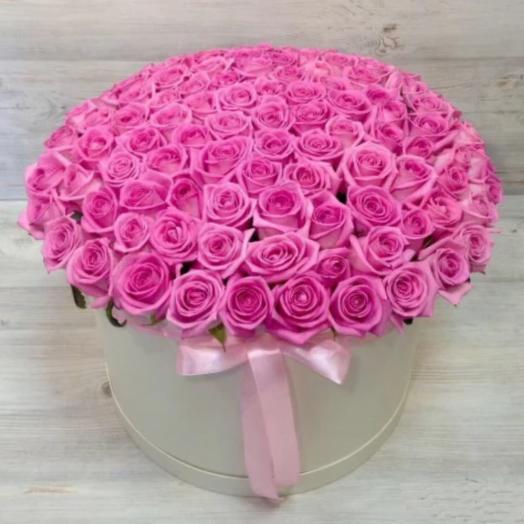 101 розовая роза в шляпной коробке: букеты цветов на заказ Flowwow