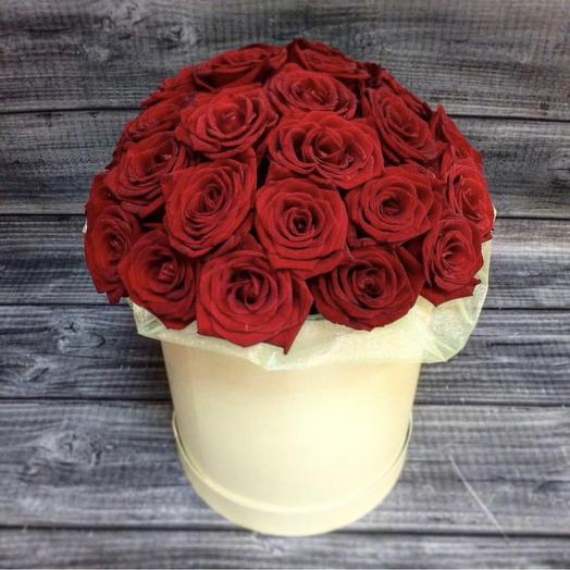 Букет из 19 роз в шляпной коробке: букеты цветов на заказ Flowwow