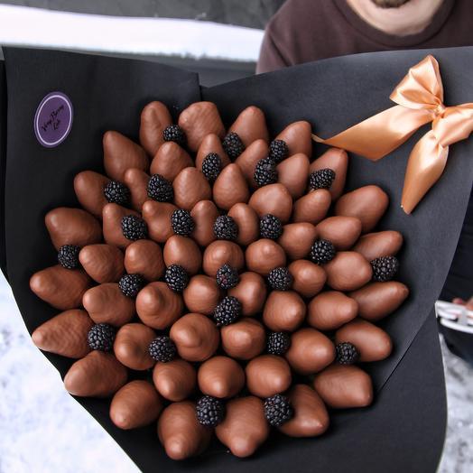 Букет из клубники в бельгийском шоколаде с ежевикой: букеты цветов на заказ Flowwow