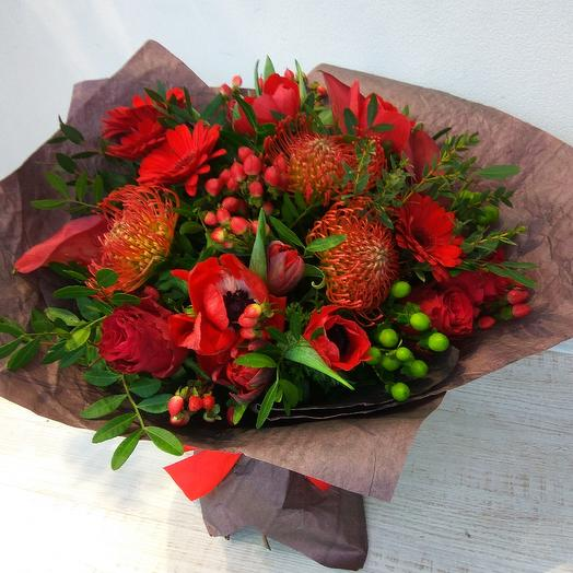 50 оттенков красного: букеты цветов на заказ Flowwow