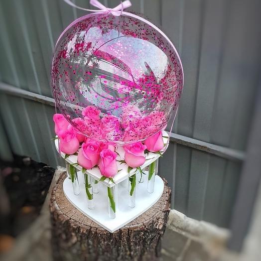 Розы в колбе с шаром