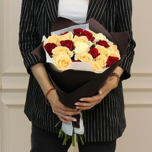 23 розы микс 50-60 см в упаковке