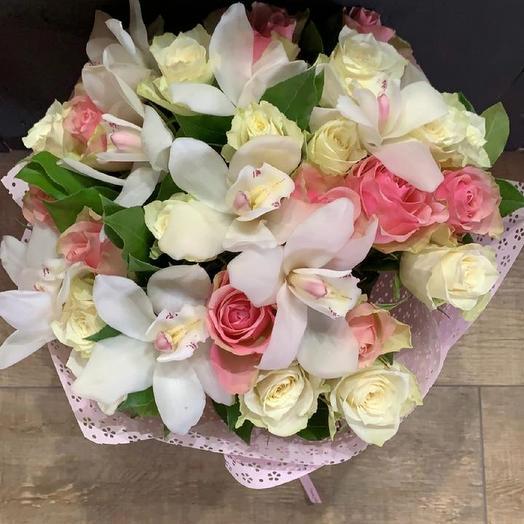 Орхидея в розах из Кении: букеты цветов на заказ Flowwow