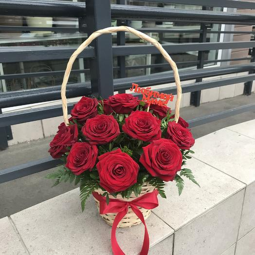 Корзина из 17 красных роз