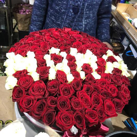 Эквадорские розы красно-Белые со словом мама 151 шт: букеты цветов на заказ Flowwow