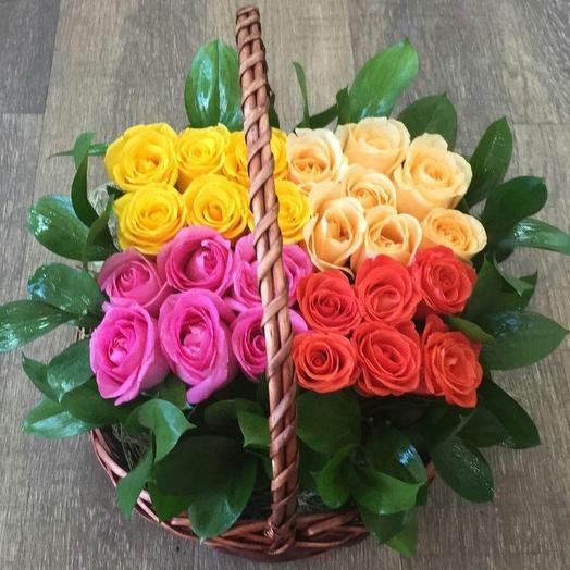 Корзина Розы в лукошке из ярких роз Код 152862