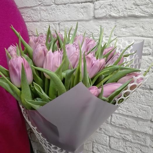 Пионовидные тюльпаны в стильной упаковке: букеты цветов на заказ Flowwow
