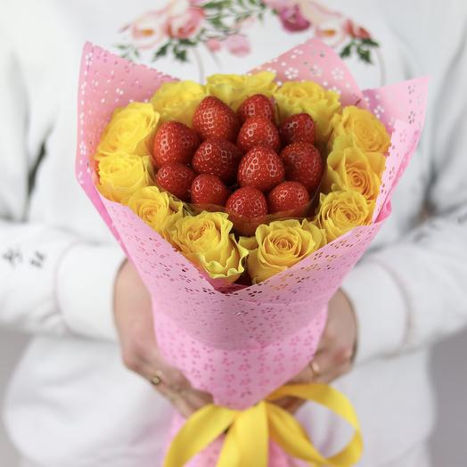 Букет комплимент. Желтая роза. Клубника. N691: букеты цветов на заказ Flowwow