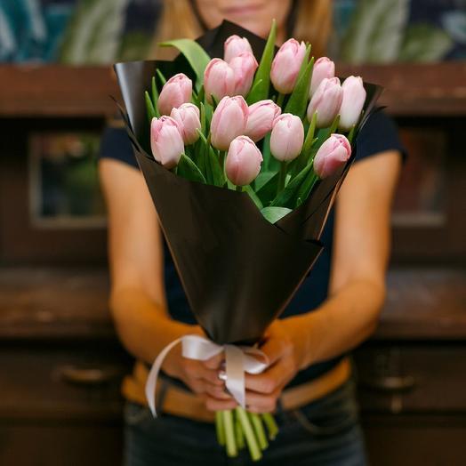Нежные тюльпаны: букеты цветов на заказ Flowwow