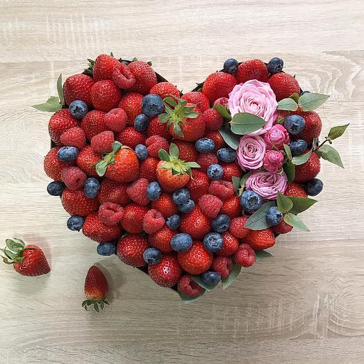 Сердце из ягод