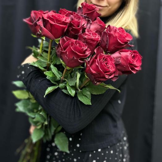Букет из красной длинной розы