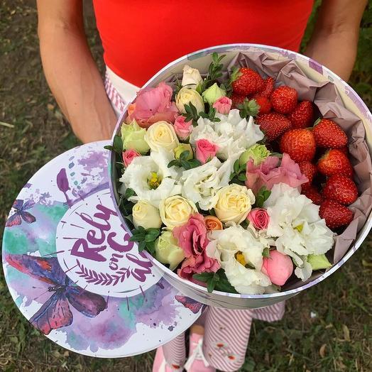 """Коробка с цветами и клубникой """"Romantic"""""""