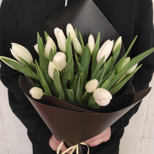 Стильный букет белоснежных тюльпанов