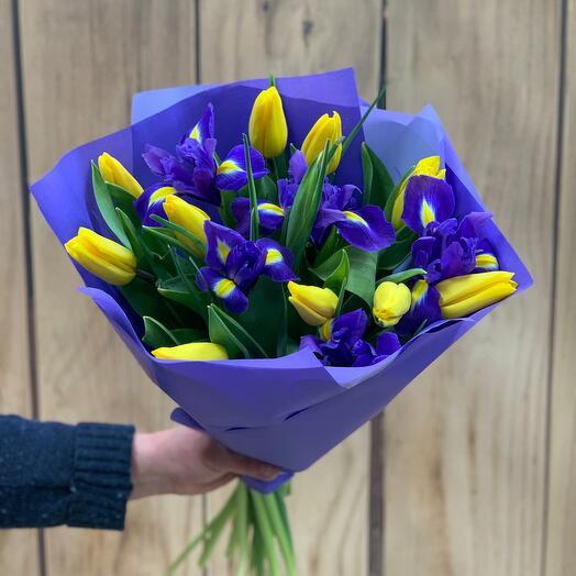 Букет с тюльпанами и ирисами