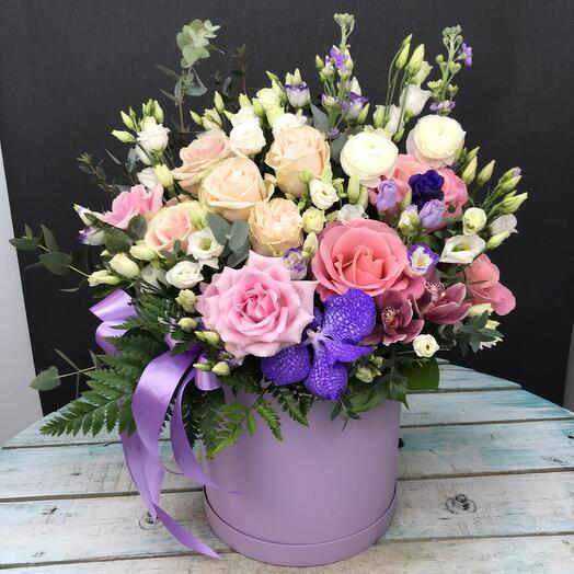 Цветы в коробке лавандовые облан