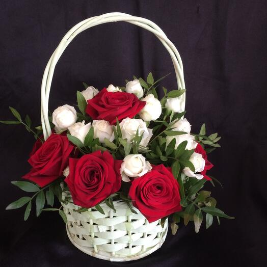 Корзина с цветами Моника 2