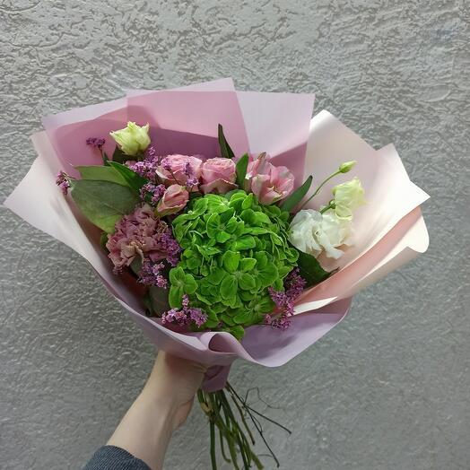 Стильный с гортензией и цветами