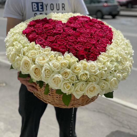 201 роза в корзине в виде сердце