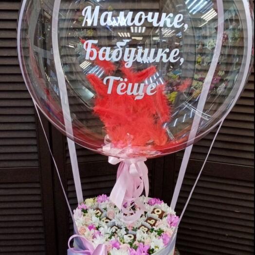 Коробочка с шоколадными буквами и шар баблс