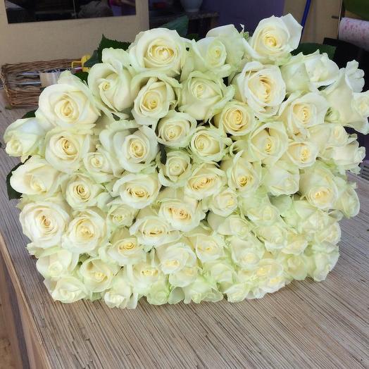 Букет из 61 белой голландской розы 60 см: букеты цветов на заказ Flowwow