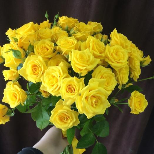 Букет из 15 желтых кустовых роз 50 см: букеты цветов на заказ Flowwow