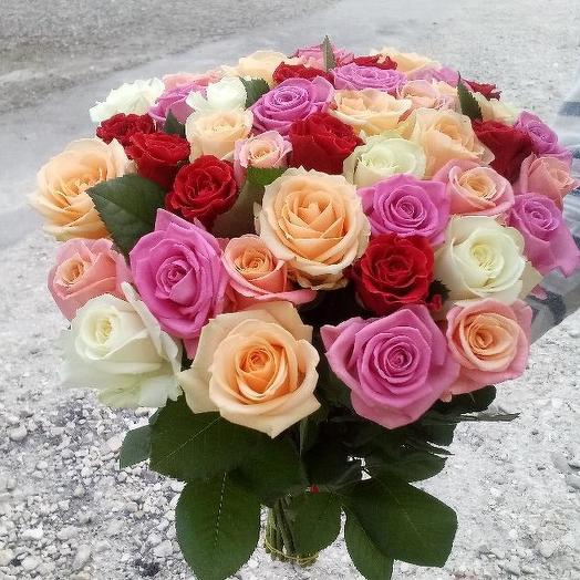 Букет из 45 разноцветных роз > 100 см: букеты цветов на заказ Flowwow