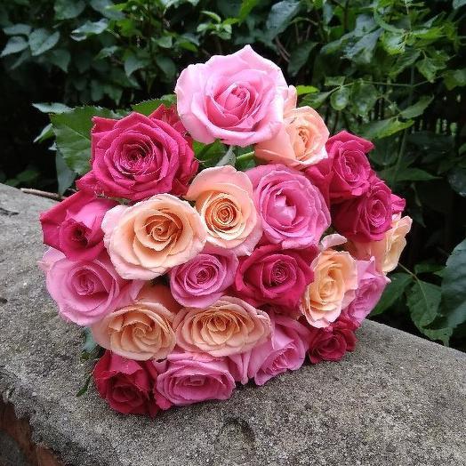 Букет из 19 разноцветных роз 60 см: букеты цветов на заказ Flowwow