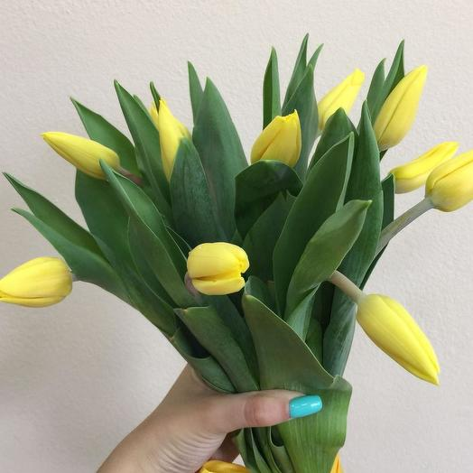Букет из 11 желтых тюльпанов: букеты цветов на заказ Flowwow