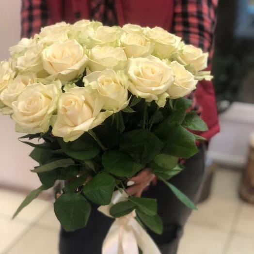 Букет из 25 белых роз 50 см: букеты цветов на заказ Flowwow