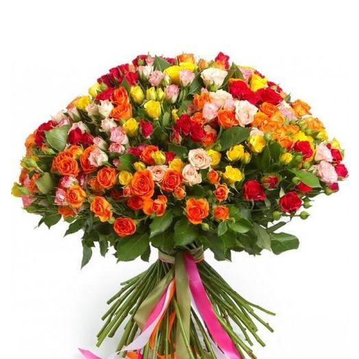 Букет из 51 разноцветной кустовой розы 60 см: букеты цветов на заказ Flowwow